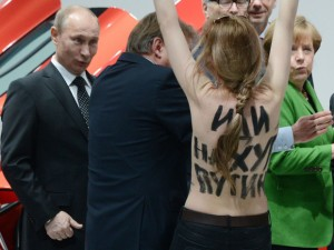 TOPSHOTS-GERMANY-RUSSIA-POLITICS-ECONOMY-RIGHTS-NGO-DEMO